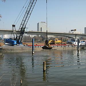 2012, Ausbaggern des Hafens